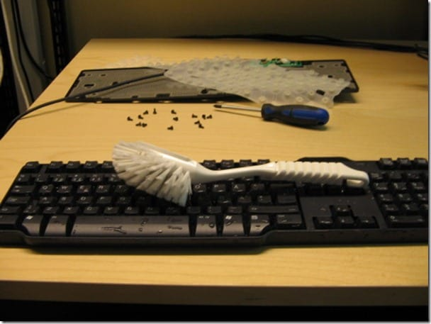 keyboard cleaning thumb1 How to Clean and Sanitize Keyboard