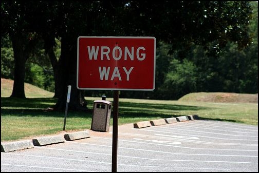 Wrong Way Signs Which Shows You Blogging in Wrong Niche