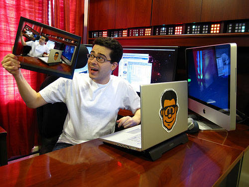 chris pirillo 11 Home Offices Of Professional Bloggers For Inspiration